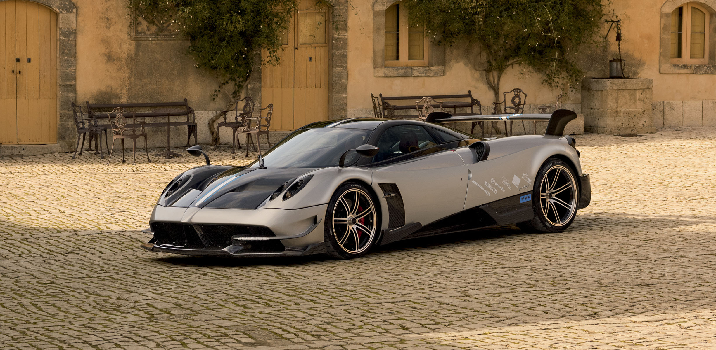 Luxury 3d Wallpaper Pagani Huayra Bc Unveiled Photos 1 Of 14
