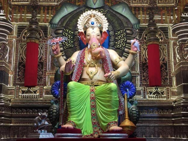 Durga Puja 3d Wallpaper Lalbaugcha Raja 2017 5 Times The Beautiful Ganesha Idol