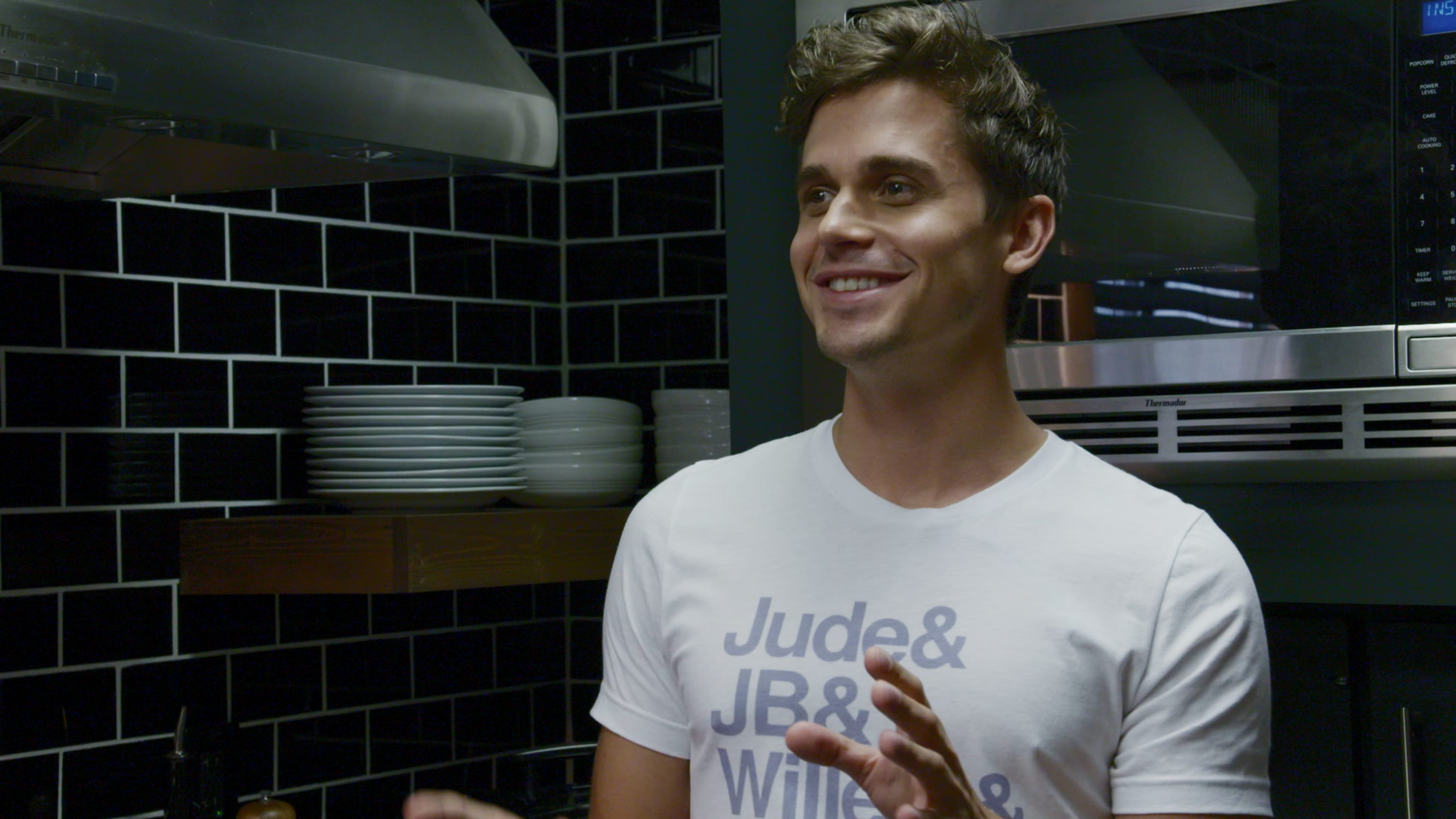Jb Lighting T-shirt All The T Shirts Antoni Wears In Season 2 Of Queer Eye