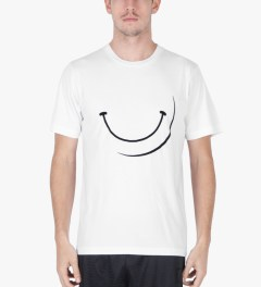 P.A.M. White Smiley T-Shirt Model Picutre