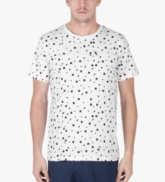 Still Good White/Black Print All Over Leck T-Shirt Model Picutre