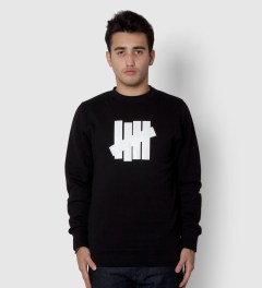 Undefeated Black 5 Strike Basic Sweater Model Picutre