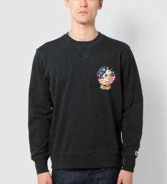 Undefeated Black Eagle Crewneck Model Picutre