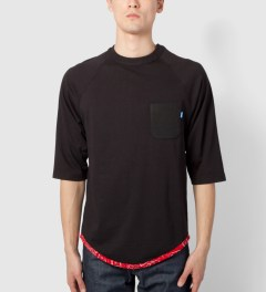 Tantum Black Tonal Hem Trim Red Bandana Raglan Model Picutre