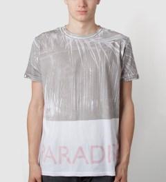 Tourne de Transmission White/Pastel Pink Print Paradise T-Shirt Model Picutre