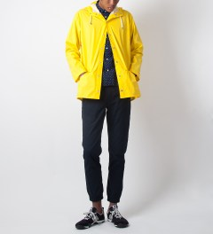 RAINS Yellow Jacket  Model Picutre
