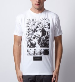 Tourne de Transmission White Print Substance T-Shirt Model Picutre