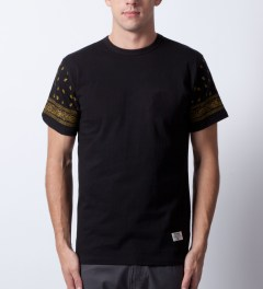 Mister Back/Gold Mr.Metallic Paisley T-Shirt Model Picutre