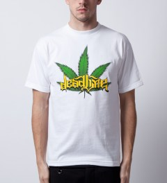 Deadline White Leaf T-Shirt Model Picutre