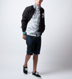 Garbstore Navy Tropical Five Jet Chino Shorts Model Picutre