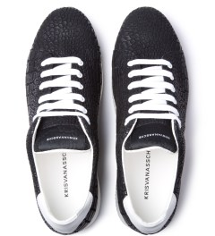 KRISVANASSCHE Black Crocodile Pattern Low Sneakers Model Picutre