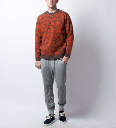Stussy Brown Cracked Sweater Model Picutre