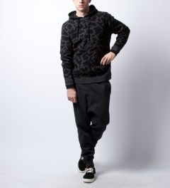 Stussy Black Cracked Sweater Model Picutre