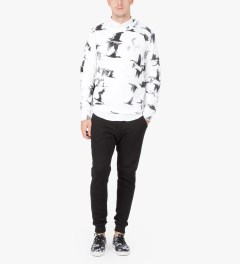 Tourne de Transmission White/Black Mirgration Print Sweater Model Picutre
