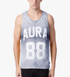 AURA GOLD Silver Sub Tank Top Model Picutre