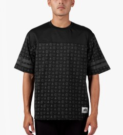ALIFE Black Thief's Theme Football Jersey T-Shirt Model Picutre
