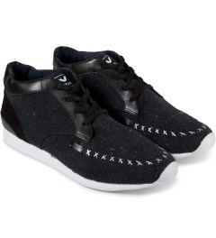 VEJA Dark Black Memory Flannel Shoes Model Picutre