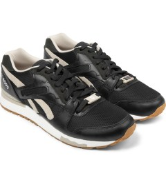 Reebok Black/White GL6000 Shoes Model Picutre