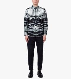 Tourne de Transmission White/Black Shatter Box Shirt Model Picutre