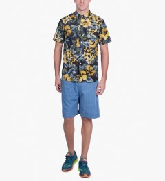 Stussy Black Island Flower Shirt Model Picutre