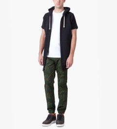 UNYFORME Dark Green Mulberry Pants Model Picutre