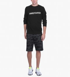 Undefeated Black Basic Block Sweater Model Picutre