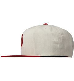Primitive Heather/Red Classic P Snapback Model Picutre