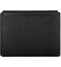 "MUJJO Black 15"" Macbook Pro Retina Sleeve Model Picutre"