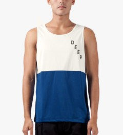 10.Deep Blue Split Mesh Tank Top Model Picutre