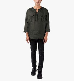 JohnUNDERCOVER Green Linen Tunic Shirt Model Picutre