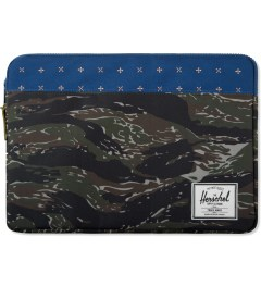 "Herschel Supply Co. Tight Camo/Hyde Anchor 15"" Macbook Sleeve Case Picutre"
