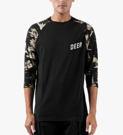 10.Deep Black Black Sand ¾ Sleeve Baseball T-Shirt Model Picutre