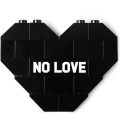 "Dee & Ricky Dee & Ricky x Daily News Project Black ""NO LOVE"" Brooch Picutre"