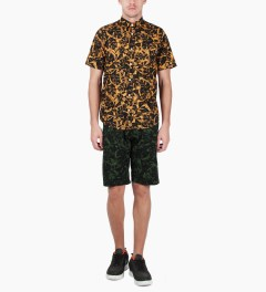 Carhartt WORK IN PROGRESS Trekking Green/Black Lotus Print Johnson Bermuda Shorts Model Picutre