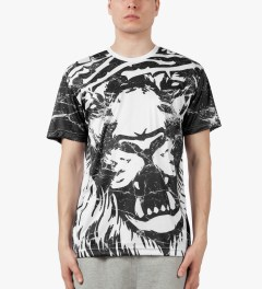 AURA GOLD White Marble Lion Sub T-Shirt Model Picutre