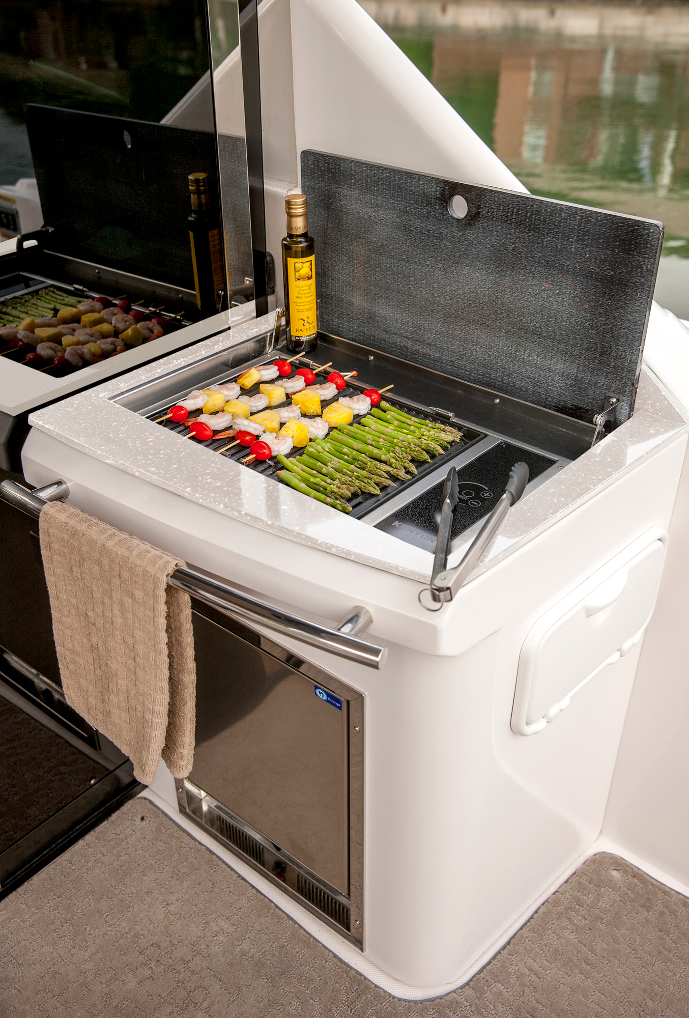 Gasgrill Seattle Entertain And Feed Guests Well With The Refreshment Center And Gas