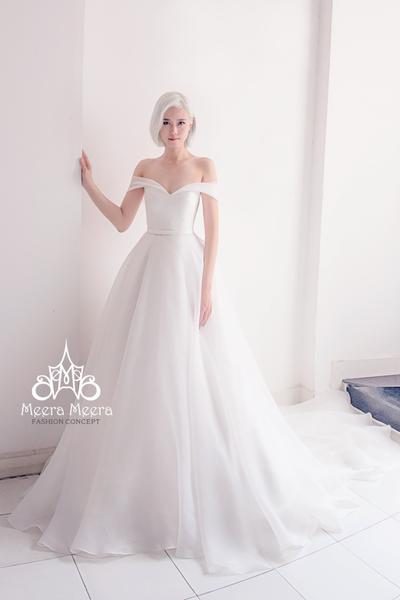 Simple Elegant Off The Shoulder Organza Wedding Dress From Meera