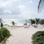 Ubicado junto al mar caribe
