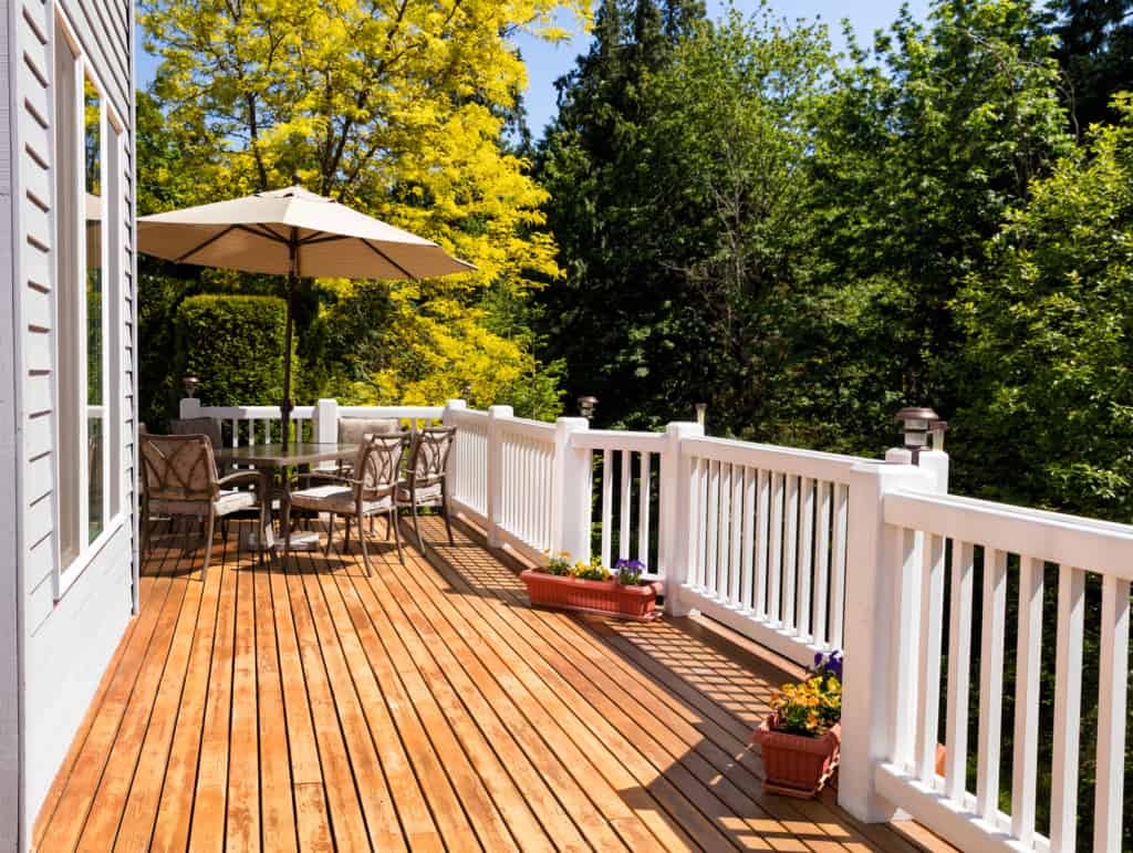 Terrasse Red Cedar The Pros And Cons Of Cedar Decking Decks Docks Lumber Co