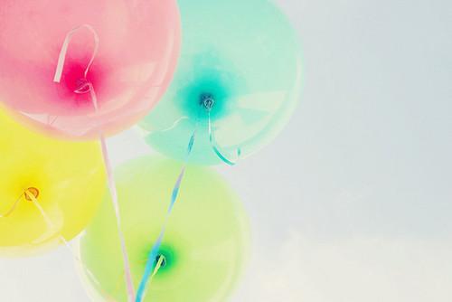 balloons pink, blue, yellow, green - image #553587 on Favim