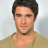 7 Super handsome pictures of Josh Bowman