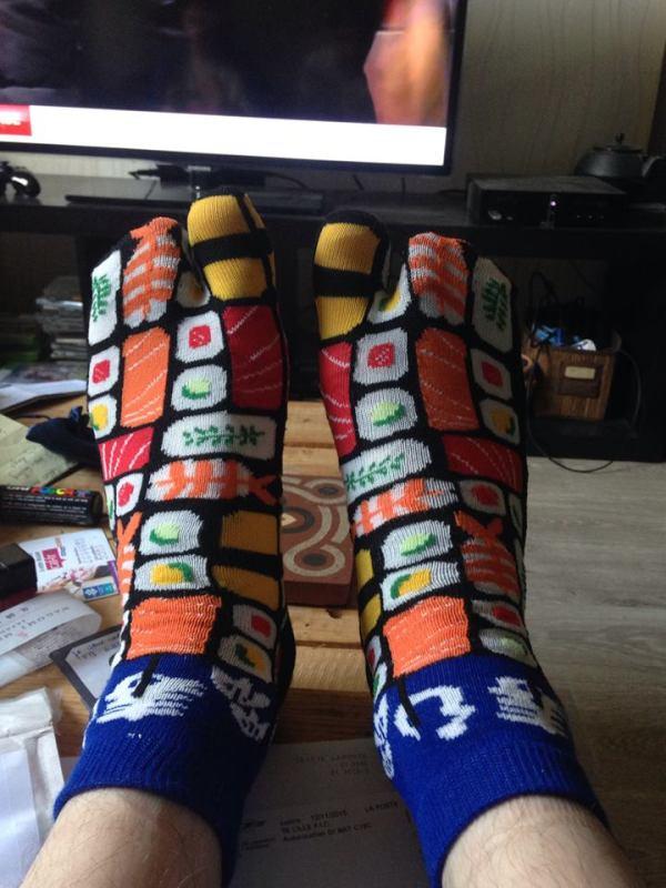 """Photo de chaussettes à orteils, courtesy of Monsieur Ray Ray """"Greenshape"""" Israël - hé ben ouais, fallait pas me demander de te ramener """"le truc le plus ridicule"""" que je pouvais trouver. Challenge accepted."""