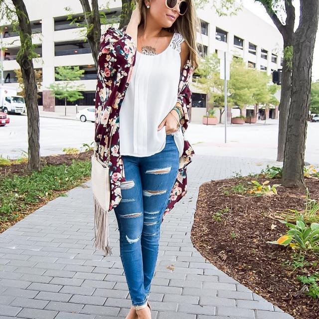 Falling for this beautiful floral kimono that is a greathellip