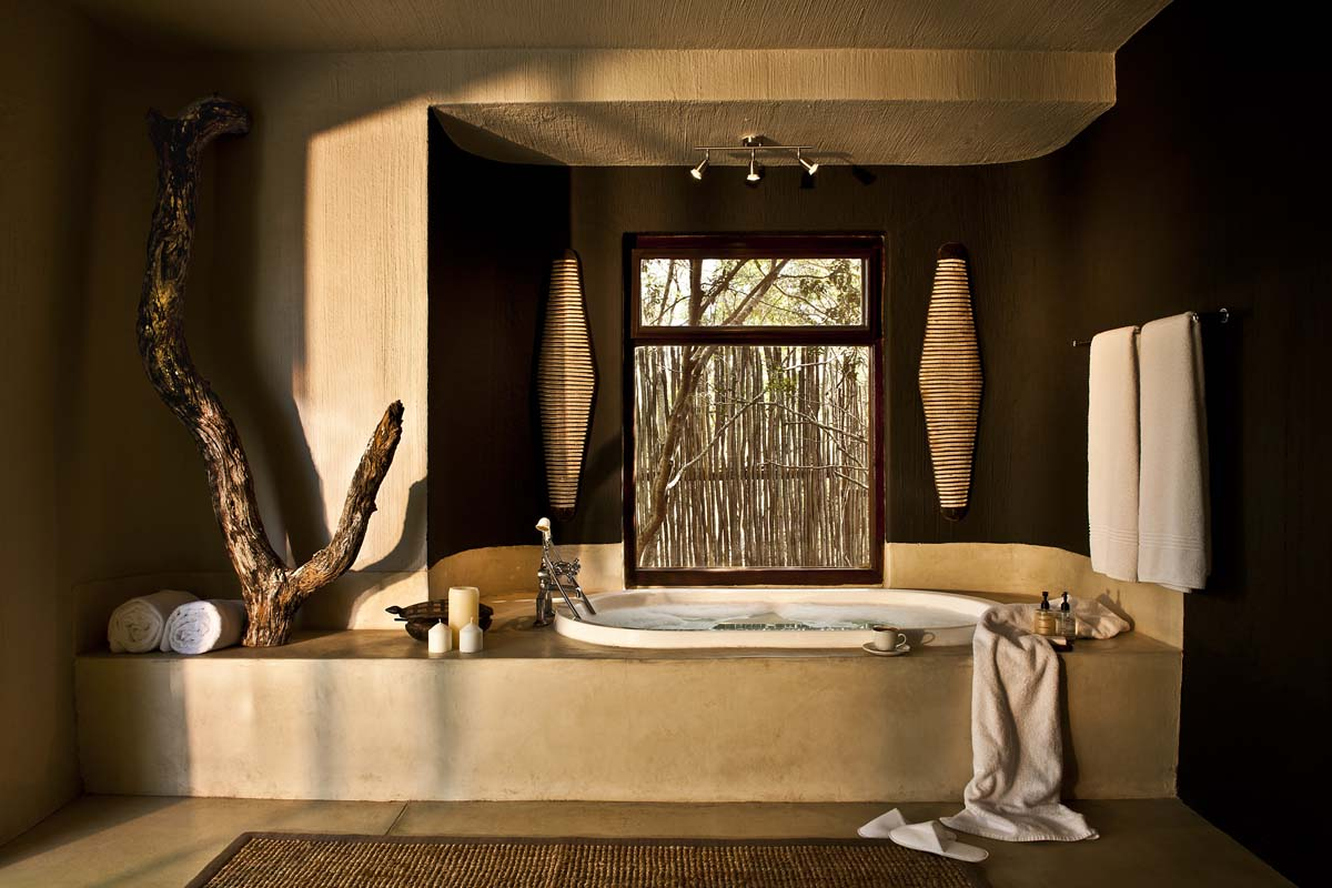 Outdoor Lounge Bed Bush Lodge | Mandleve Presidential Suite | Sabi Sabi