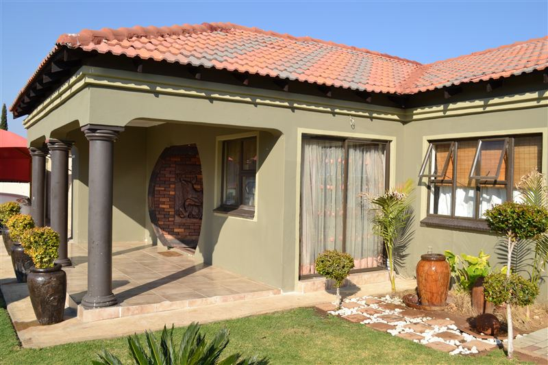 Guest Bathrooms Sharodin Bed And Breakfast, Mogwase | Your Cape Town