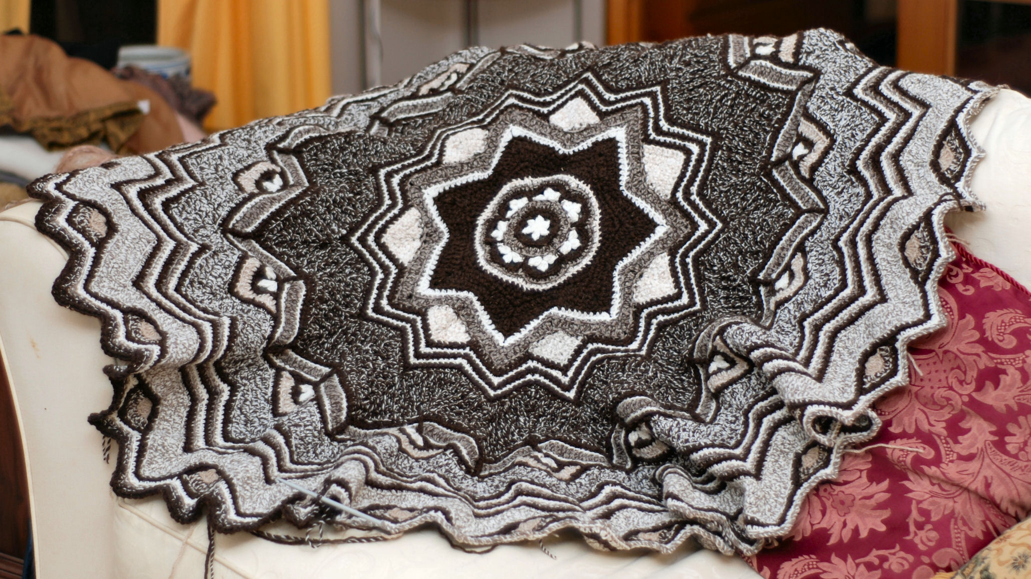 Beautiful Round Afghan Crochet Pattern Frieze - Easy Scarf Knitting ...