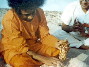 Photo of Sathya Sai Baba with a statue of Krishna