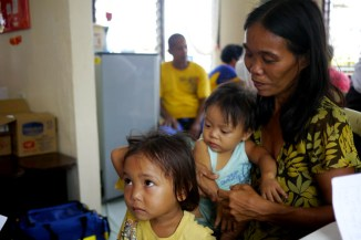 Philippines - Dulag Medical Camp - Family consultation