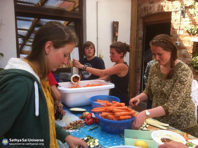 Z7 Germany SSIO Members Preparing Food