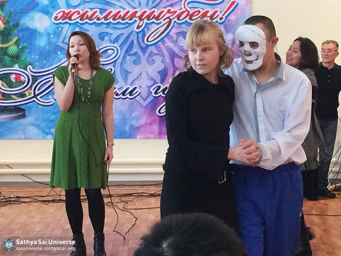 2016-01-04-Z8-Kazakhstan- Almaty-Visiting nursing homes-It sounds song